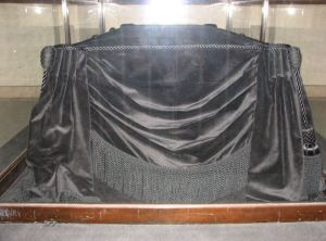 Photograph of the Lincoln Catafalque in the United States Capitol, taken by Rebel At, on June 30th, 2007. Wikipedia.