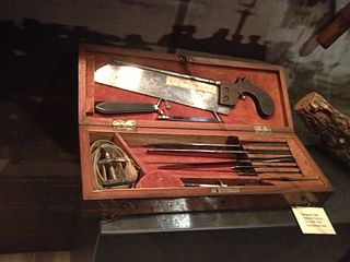 Civil War surgeon's kit, Wikimedia Commons image by 'quadell'