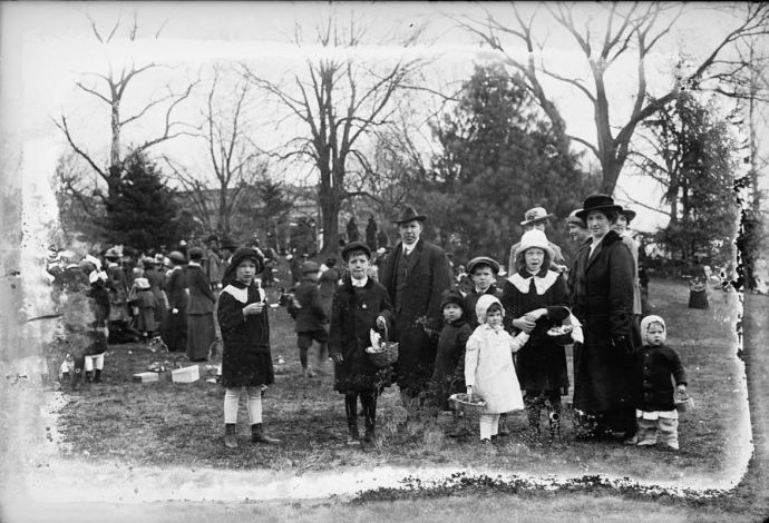 Easter egg rolling, White House, [Washington, D.C.], 1915 (Library of Congress,  LC-DIG-npcc-27674)
