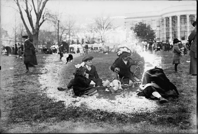 Easter egg rolling, White House, [Washington, D.C.], 1915 (Library of Congress,  LC-DIG-npcc-27675)