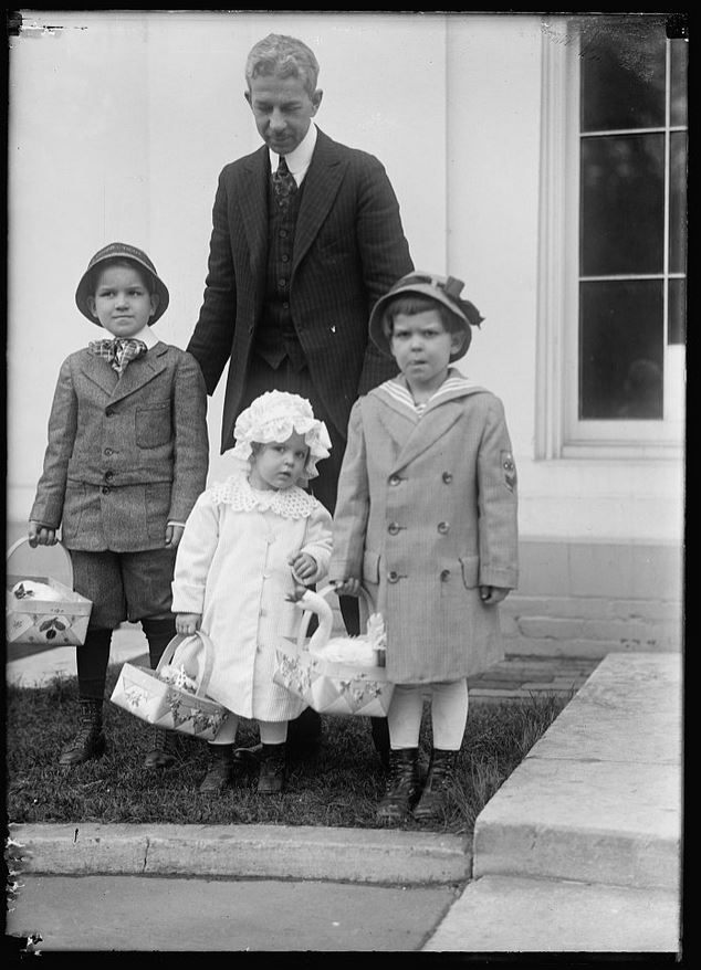 EASTER. CHILDREN OF RODIER, WHITE HOUSE TELEGRAPH OPERATOR, READY FOR EGG ROLLING, 1915 (Library of Congress,  LC-DIG-hec-06371)