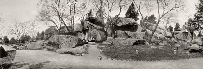 Devil's Den — Gettysburg National Military Park, Gettysburg, Pennsylvania. Dansk: Devils Den, Library of Congress,LC-USZ62-40269, foto fra 1909 (Source: Wikimedia Commons)