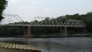 The three trusses of the Dingman's Ferry Bridge (Credit: Wikimedia Commons, uploaded by Ando228 on 14 Jun 2008)